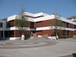 千葉経済大学総合図書館